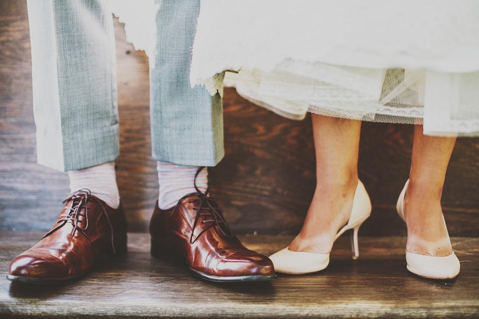 Pieds homme et femme mariage