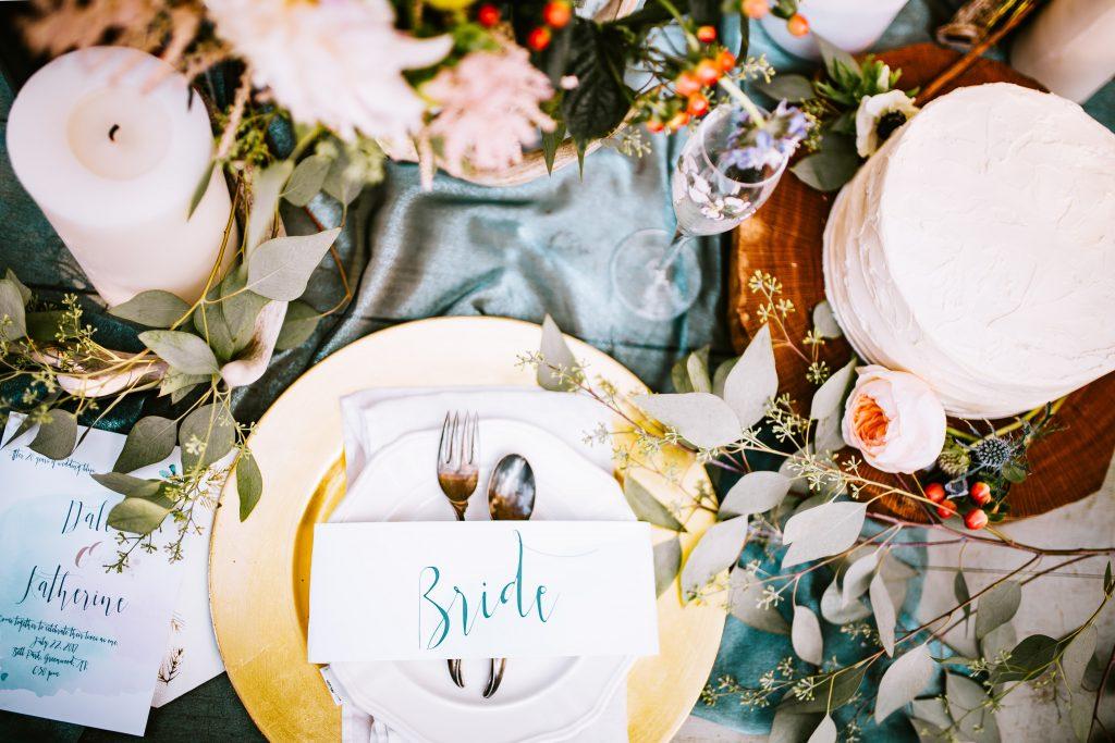 Un décoration fleurie pour une jolie table de mariage